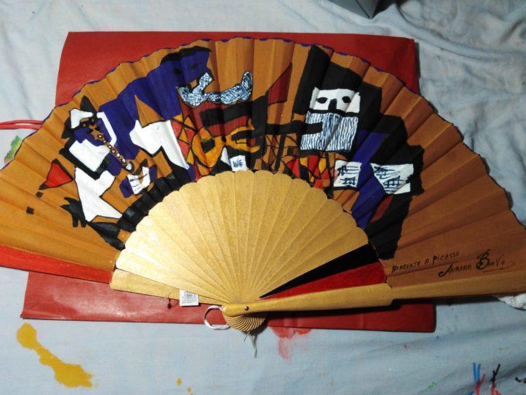 Abanico de madera, los tres músicos de Picasso. Totalmente pintado a mano. 60 €